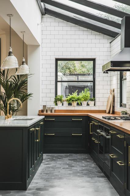 Metropolitan Victorian Grandeur in London traditional-kitchen