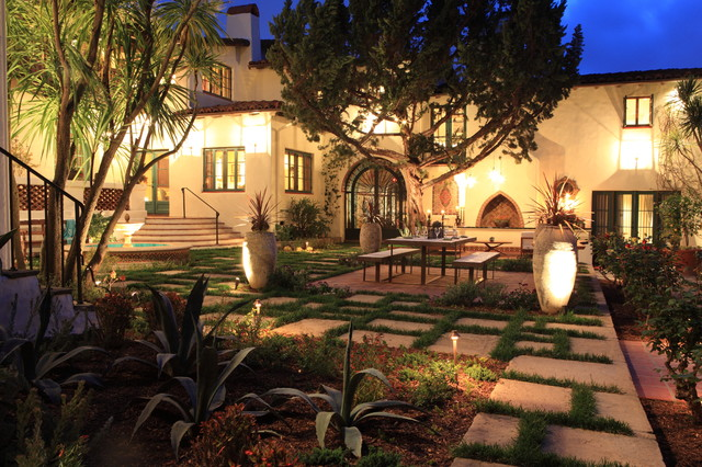 Andalusian Courtyard Dining And Lounge