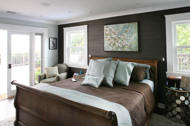 Traditional Master Bedroom Suite With Beautiful Crown Molding