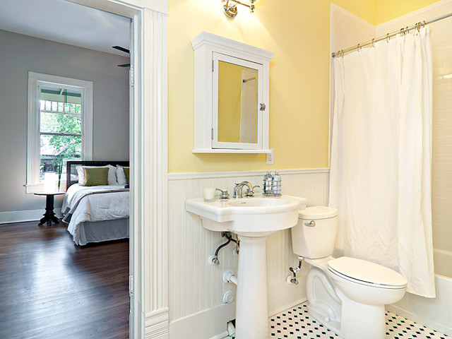Cottage Yellow Bath