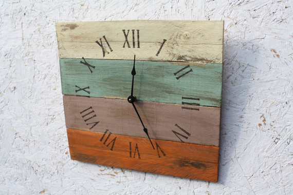 Beach House Style Reclaimed Pallet Wood Clock