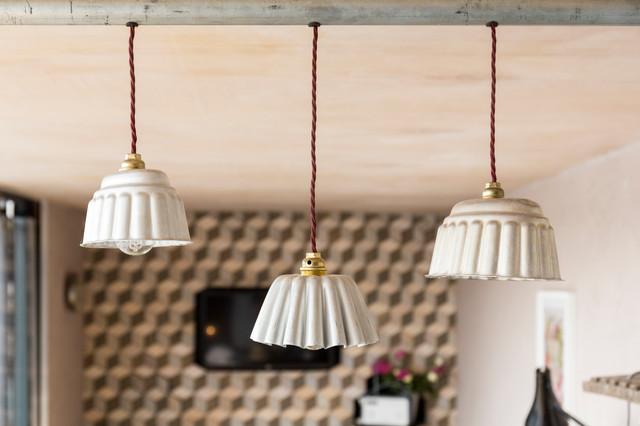 Idee ed ispirazioni per realizzare delle lampade fai da te con materiali riciclati come carta, stoffa, legno o vetro, facili ed economiche. 12 Lampadari Fai Da Te Per Gli Amanti Dell Originalita