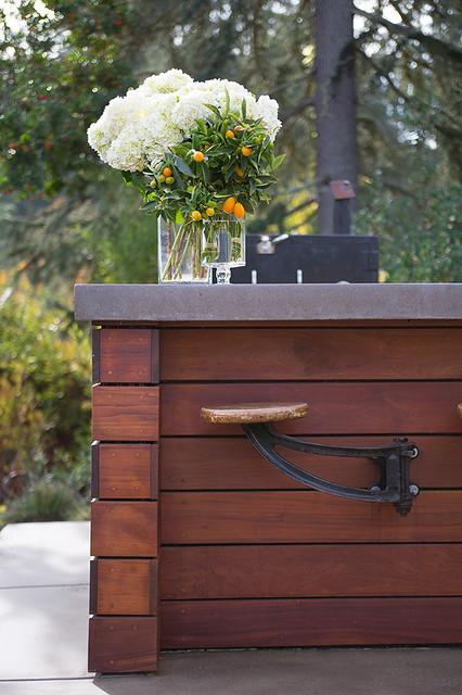 California Rancher with Pool House contemporain-terrasse-et-patio