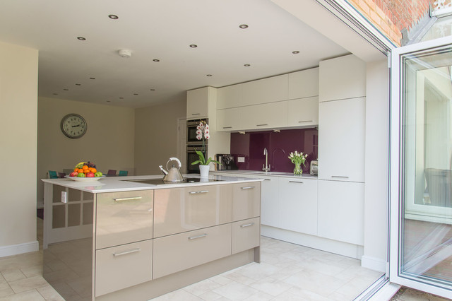 In Style Calla In High Gloss White And High Gloss Beige