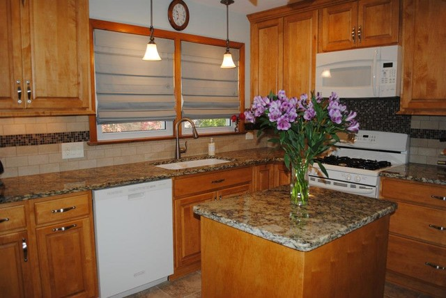 Maple Butterscotch Cabinets, Venetian Gold Granite ... on Pictures Of Granite Countertops With Maple Cabinets  id=64569