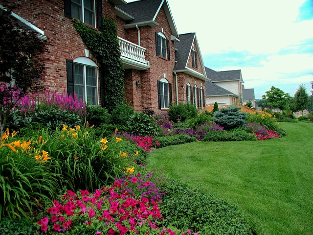 Front Yard Planting Ideas - Traditional - Landscape - New ... on Outdoor Front Yard Ideas id=94965