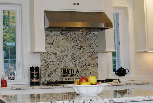 A full length granite backsplash over the stove ... on Granite Stove Backsplash  id=32152