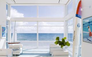 Living Room and Ocean コンテンポラリー-リビング居間