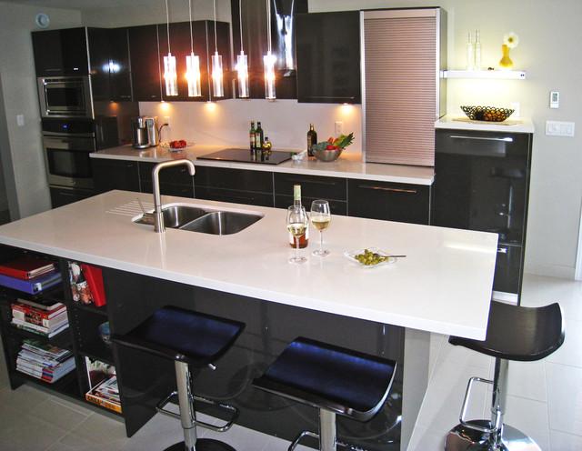 Contemporary Kitchen High Gloss Laminate Caesarstone