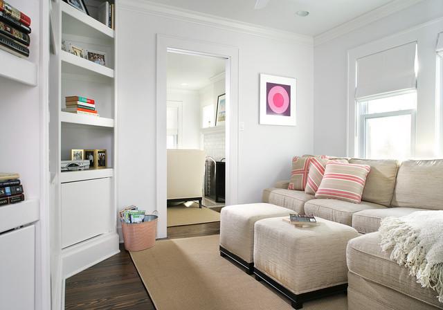 FAMILY ROOM beach-style-family-room