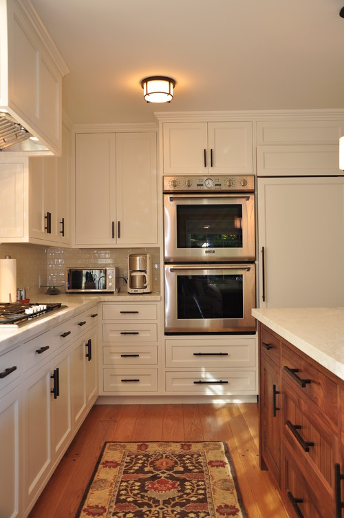 Kitchen has double ovens