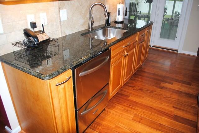 Hardwood Floor, Maple Prescott Butterscotch Cabinets, Tile ... on Maple Cabinets Backsplash  id=89103