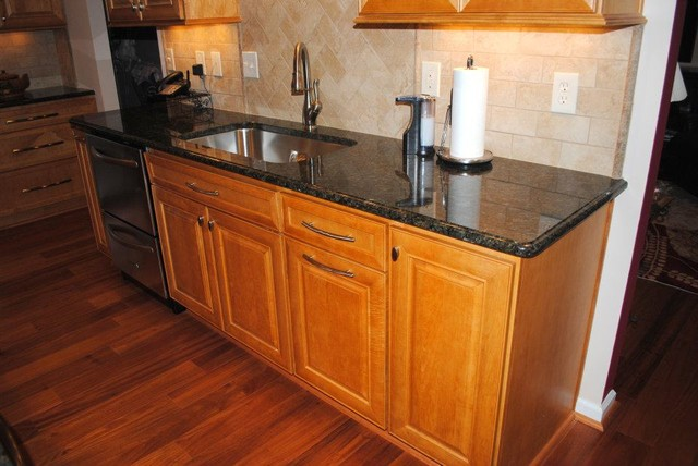 Hardwood Floor, Maple Prescott Butterscotch Cabinets, Tile ... on Backsplash For Maple Cabinets  id=14143