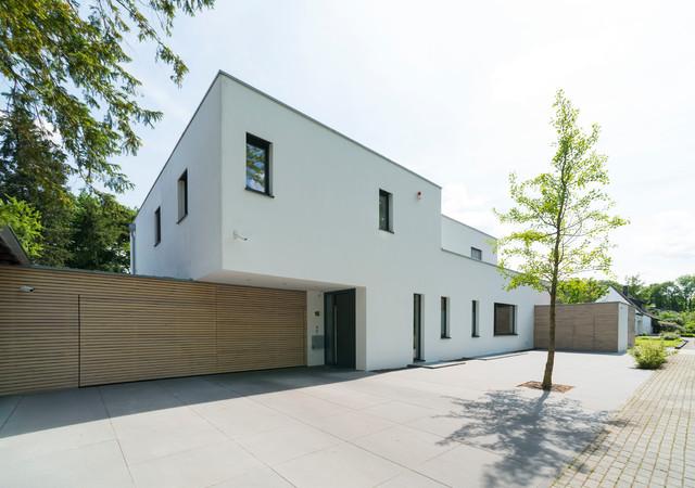 Neubau eines Wohnhauses im Park modern-entrance