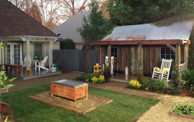 Farmhouse Backyard on Farmhouse Yard Ideas id=30506