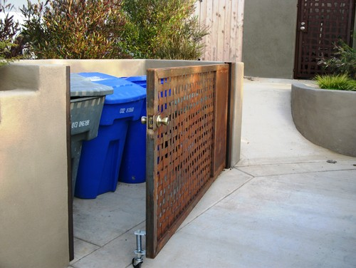 10 Ideas to Hide Those Trash Bins