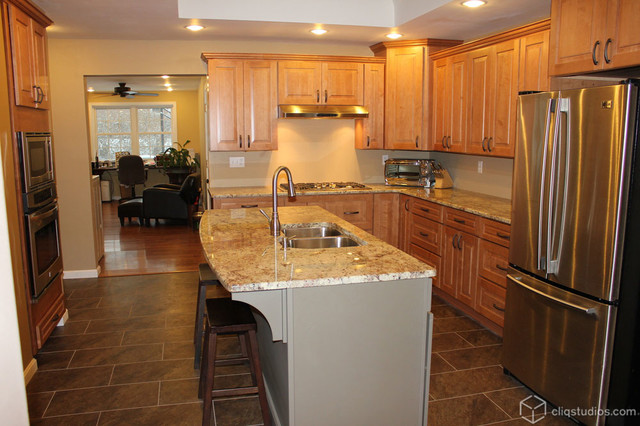 Maple Kitchen Cabinets - Traditional - Kitchen ... on Maple Cabinets Kitchen  id=31902