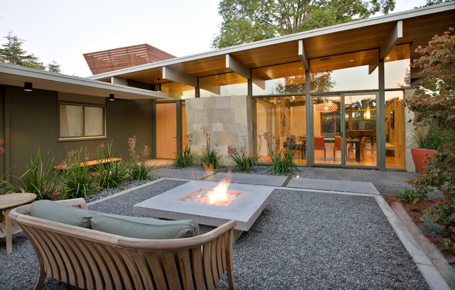 Quince Reverse Shed Eichler - Midcentury - Patio - San ... on Mid Century Modern Patio Ideas id=57764
