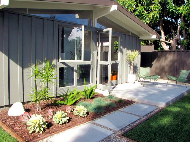 My Houzz: A Mid-Century Marvel Revived in Long Beach ... on Mid Century Patio Design  id=97624