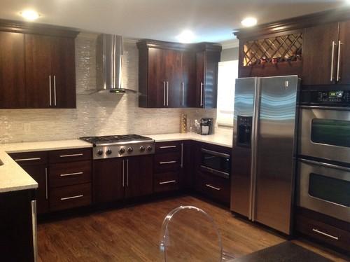 Matching kitchen cabinets with dark oak hardwood flooring on Maple Kitchen Cabinets With Dark Wood Floors Dark Countertops  id=51618