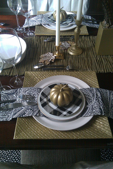THANKSGIVING TABLESTYLING - FL 2010 contemporary-dining-room