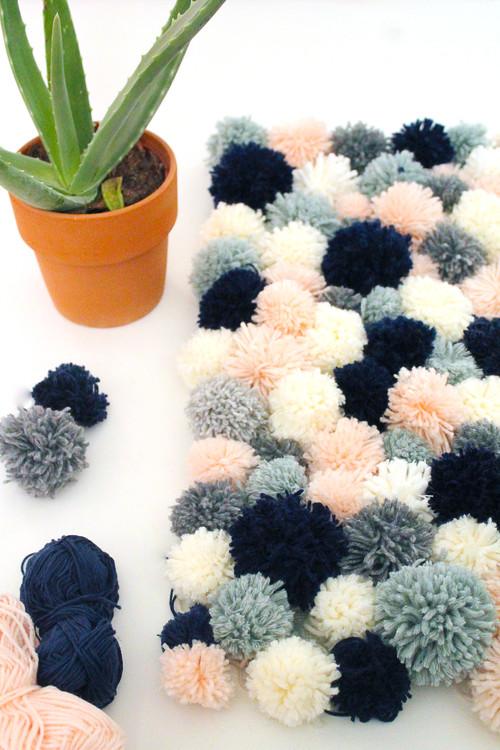 diy un tapis en pompons de laine