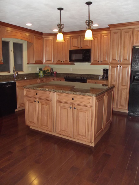 Maple spice with mocha glaze cabinets and tropical tan ... on Maple Kitchen Cabinets With Dark Wood Floors Dark Countertops  id=97127