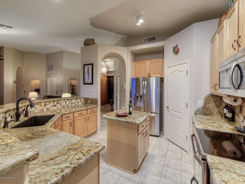 What flooring goes with maple cabinets & granite countertops? on What Color Granite Goes With Honey Maple Cabinets  id=12671