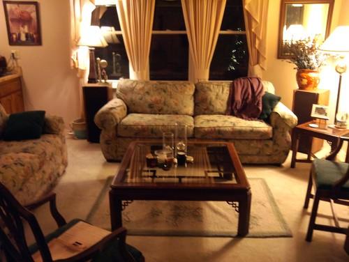 I need help updating my 90's living room. on 90 Room  id=55828