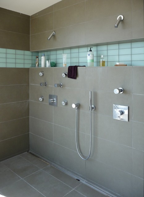 design an easy clean bathroom