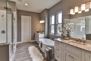 salle de bain avec un sol en vinyl