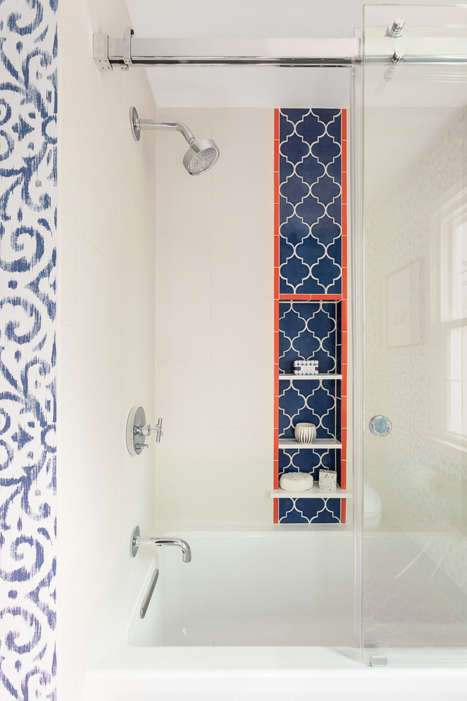 peppy shower niche with blue accent