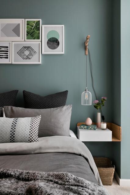 La sedia husk di patricia urquiola riprende in qualche modo la forma della testata del letto. 9 Pareti Verdi Che Rendono Elegantissima La Camera Da Letto