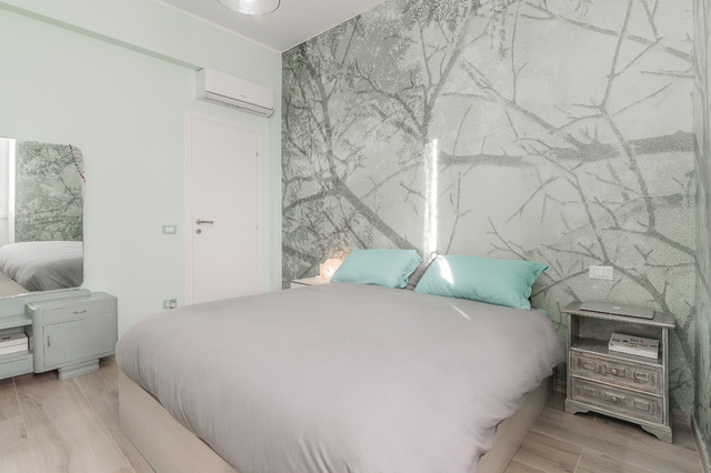 I colori per la camera da letto possono essere applicati sulle pareti oppure riservati esclusivamente ai mobili. Parete Testata Del Letto Con Carta Da Parati Contemporary Bedroom Rome By Facile Ristrutturare Houzz