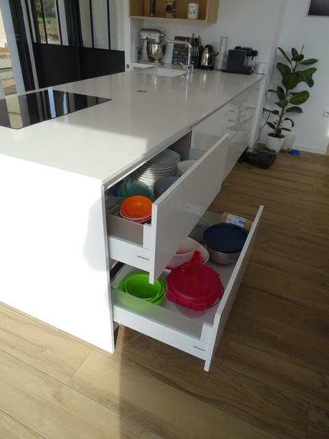cuisine moderne blanc laque avec ilot