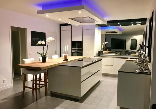cuisine moderne blanche et grise