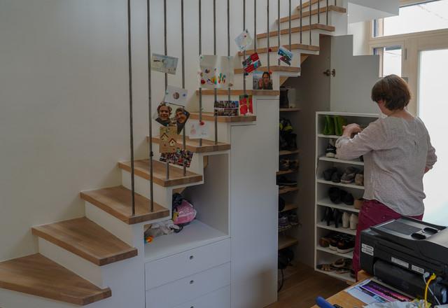 rangement sous escalier contemporain