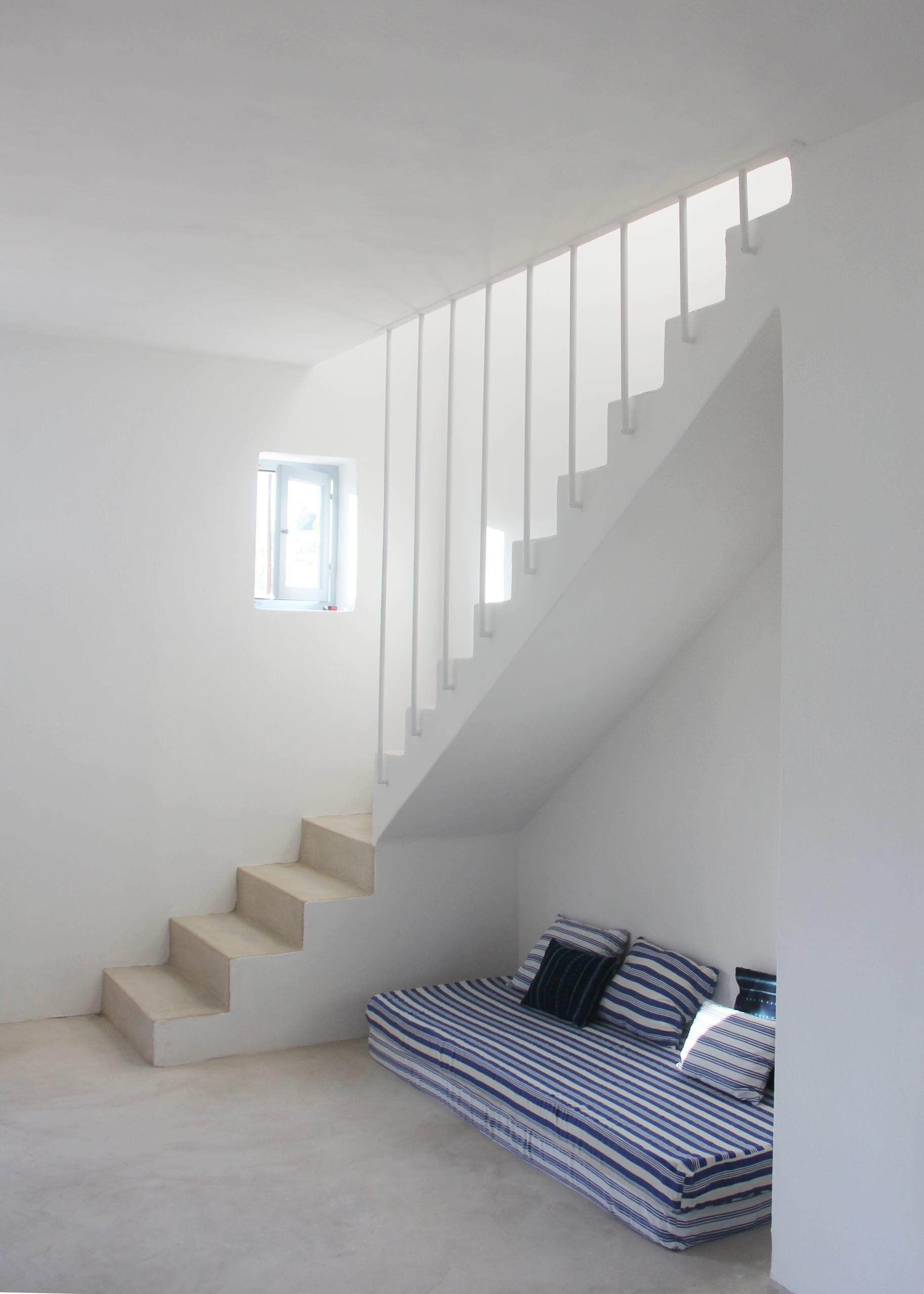 75 Beautiful Concrete Staircase Pictures Ideas September 2020   Interior Concrete Stairs Design   Architecture   House   White Matte Concrete   Urban   Dark Wood Modern