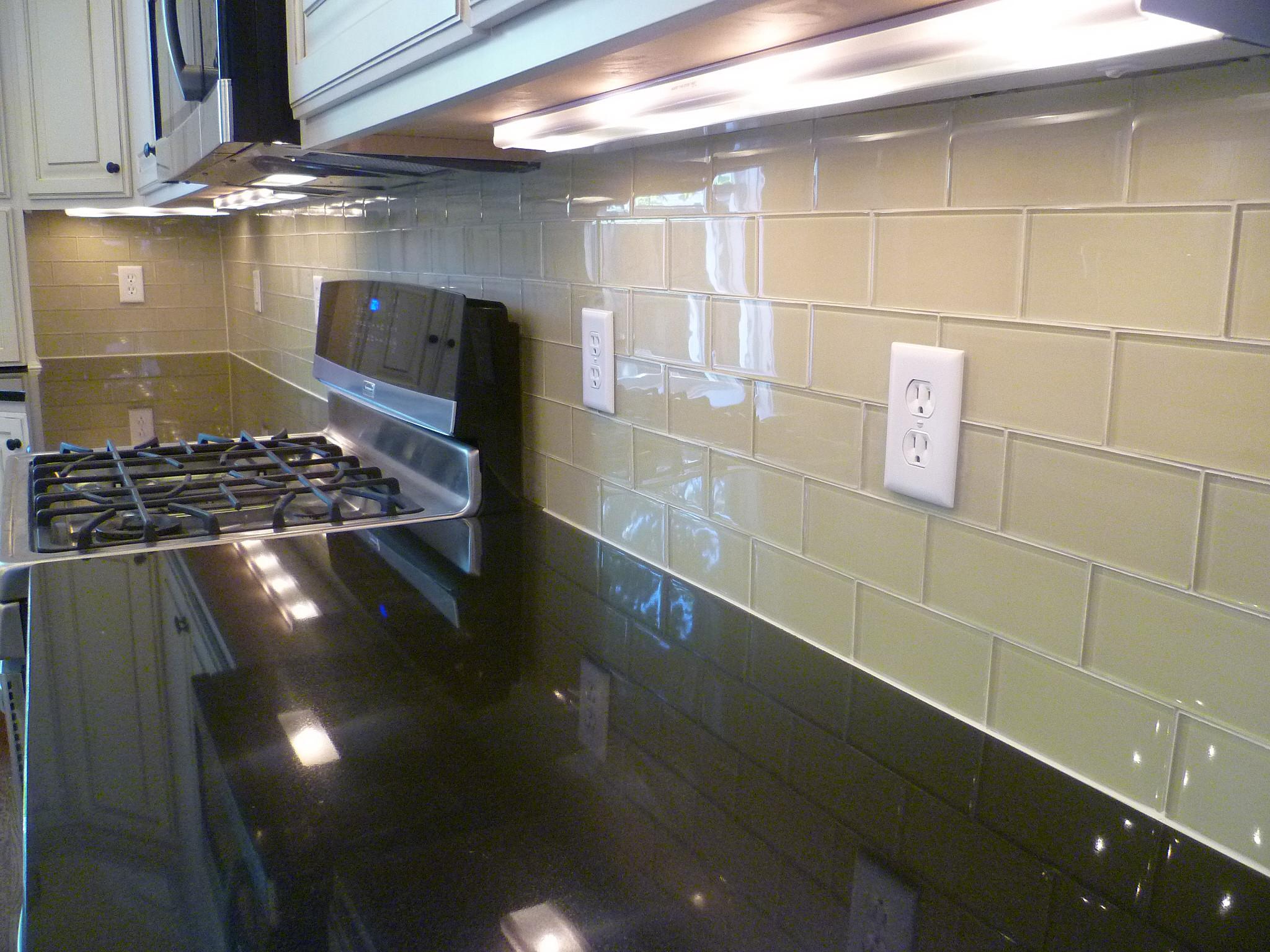 cream subway tile backsplash houzz
