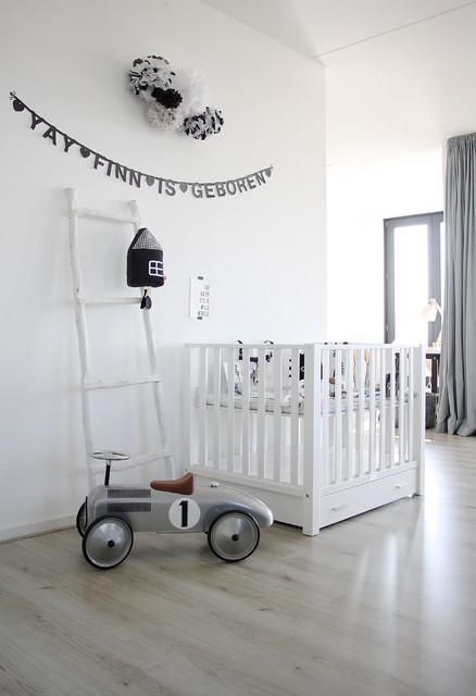 chambre de bebe avec une guirlande