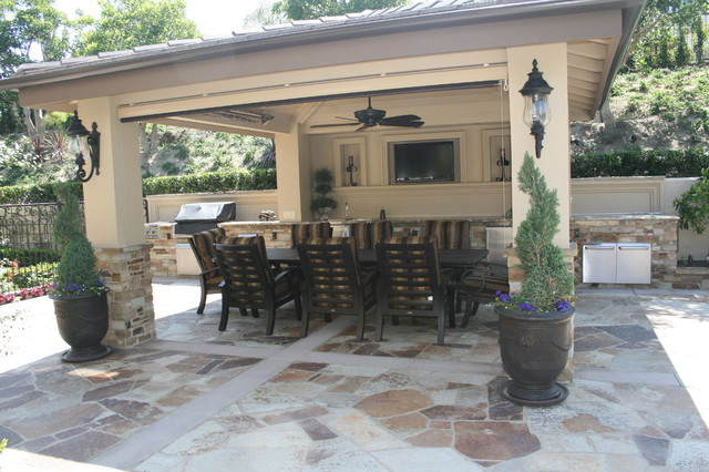a backyard barbeque anytime klassisch