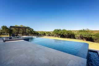 paysager autour d une piscine