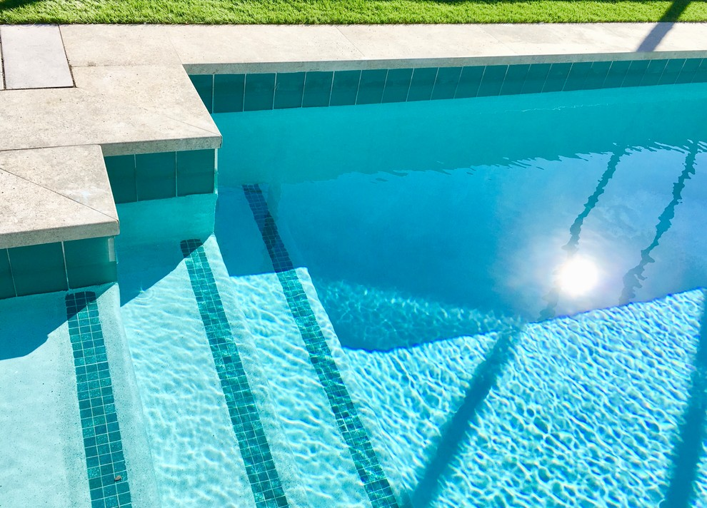 porcelain pool coping with iridescent