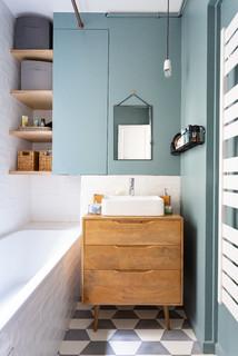 salle de bain avec un mur bleu photos
