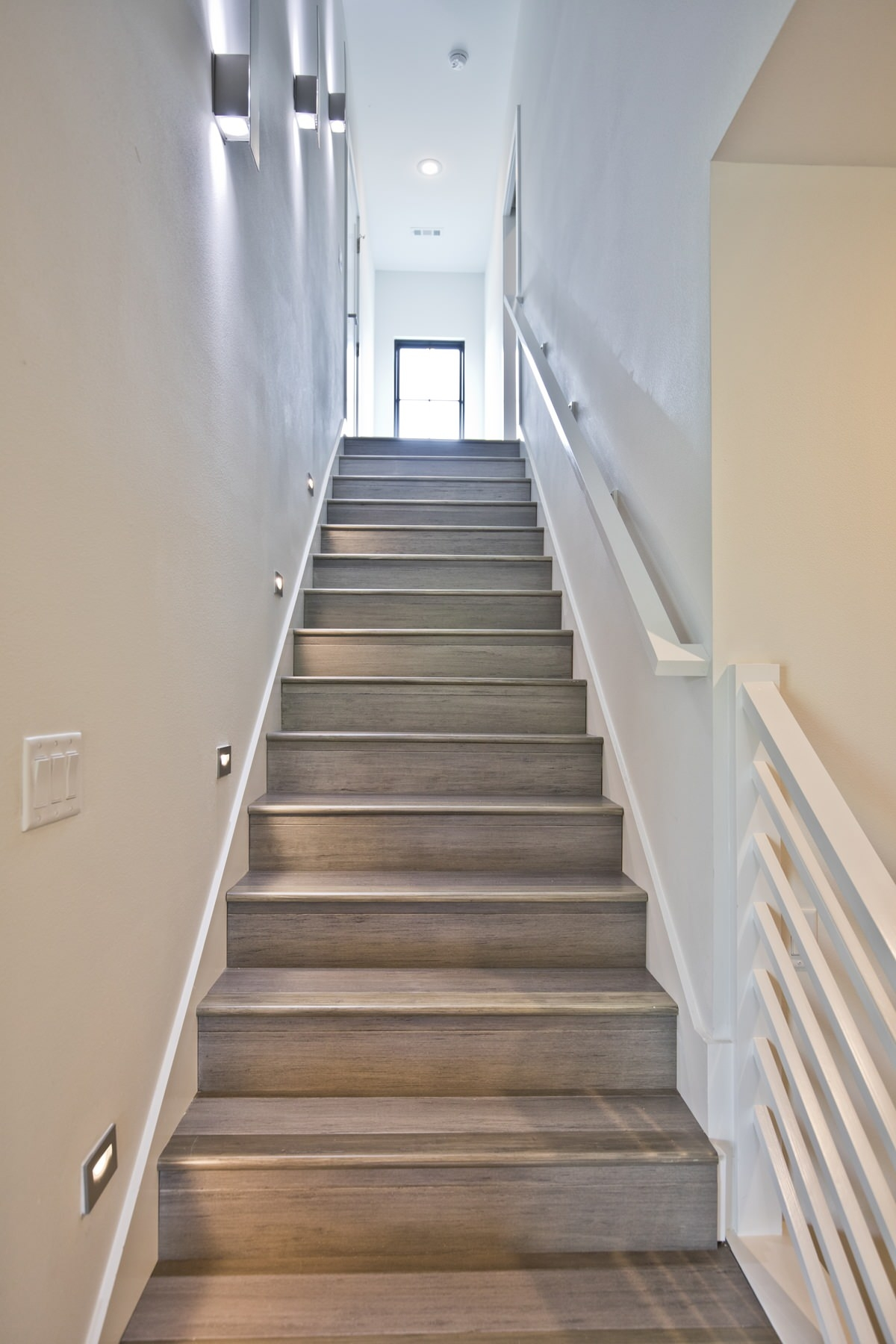 75 Beautiful Staircase Pictures Ideas September 2020 Houzz | Stairs Design Inside Home | Interior Staircase Simple | Wooden | Outside | Short | Behind Duplex