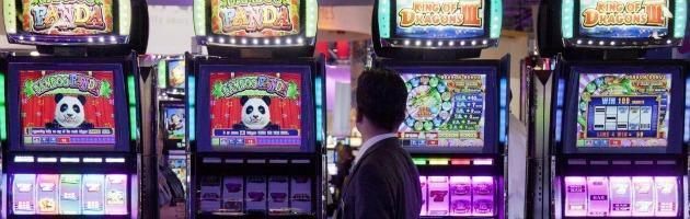 """Gioco d'azzardo, l'iniziativa delle Iene e dei sindaci: """"Basta con le slot machine"""""""