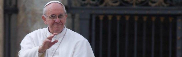 Lobby gay in Vaticano, vescovi divisi e critiche al Papa. Ma i fedeli sono con lui