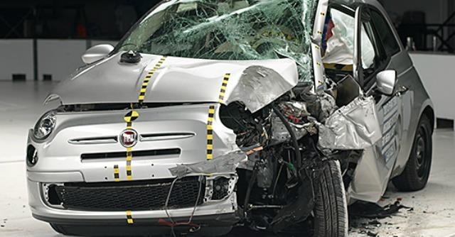 Fiat 500 bocciata in Usa nel crash test per la sicurezza delle utilitarie