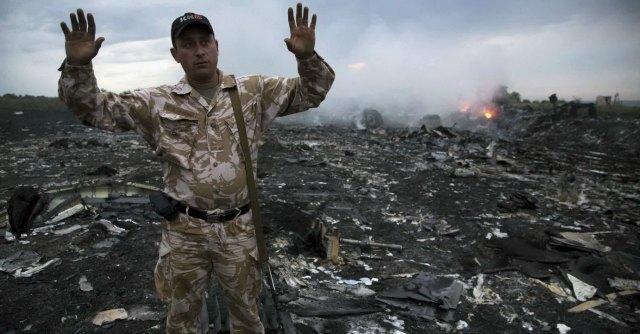 """Malaysia Airlines, precipita aereo a confine con la Russia. """"Abbattuto da missile"""""""