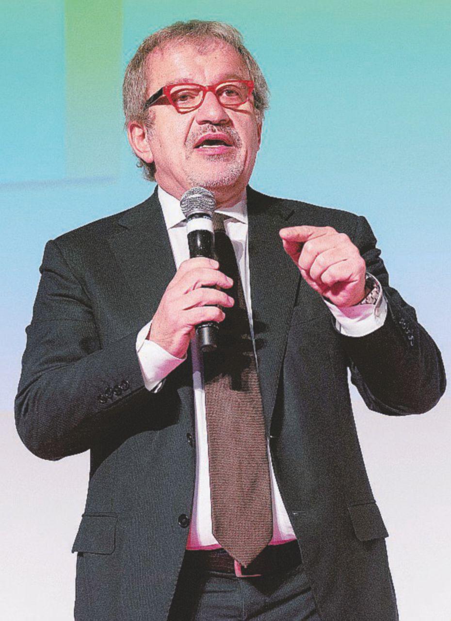 - Il governatore Roberto Maroni (Lega nord) -